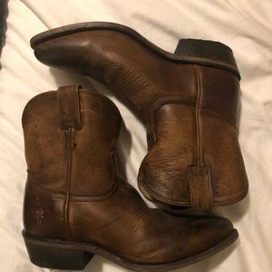 NWOT Short  Frye Billy Boots